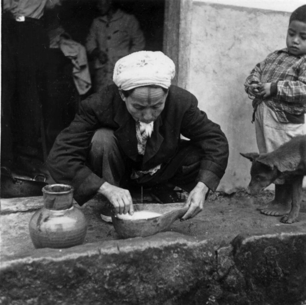 Mastication du riz pour la fabrication d'un saké ancestral