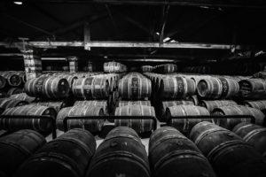 Chloé & Wines - Spirit Tour - Tonneaux entreposés