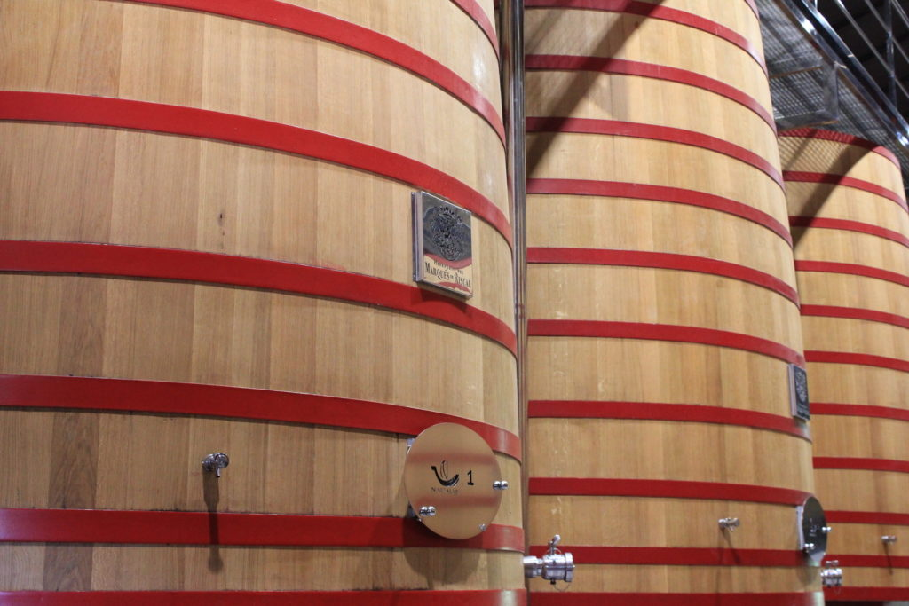 Les cuves en bois de Marques de Riscal dans la Rioja